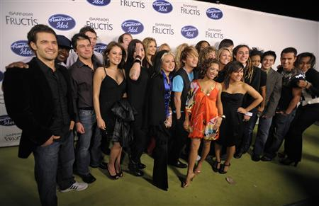 This season's American Idol top 24 contestants pose for photographers at an event in Los Angeles February 14, 2008. REUTERS/Phil McCarten