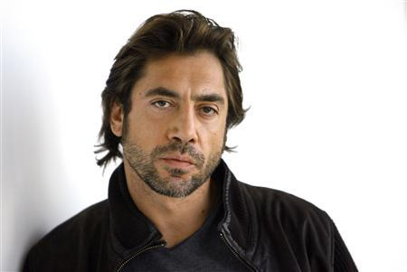 Oscar nominated actor Javier Bardem poses for a portrait in Los Angeles February 5, 2008. Bardem is nominated for Best Supporting Actor for his performance in ''No Country for Old Men''. REUTERS/Mario Anzuoni