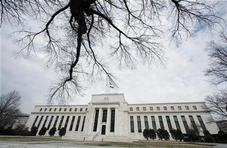 A wintry sky hangs over the Federal Reserve Building in Washington January 22, 2008. Banks in the United States have been quietly borrowing ''massive amounts'' from the U.S. Federal Reserve in recent weeks, using a new measure the Fed introduced two months ago to help ease the credit crunch, according to a report on the web site of The Financial Times. REUTERS/Kevin Lamarque