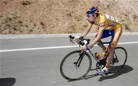 Rabobank's Denis Menchov of Russia cycles during stage 15 of the Tour of Spain ''La Vuelta'' cycling race between Villacarrillo and Granada September 16, 2007. Menchov will target success in the Tour de France and the Giro d'Italia this year rather than try to defend his crown in the Tour of Spain. REUTERS/Dani Cardona
