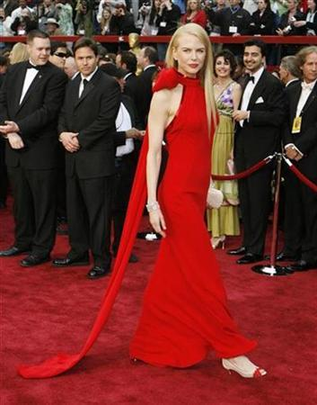 Actress Nicole Kidman arrives at the 79th Annual Academy Awards in Hollywood, California February 25, 2007. With the Oscars days away, Hollywood is primping for its annual red carpet fashion parade where stars like Penelope Cruz and Kidman are expected to dazzle fans in elegant gowns of bold colors. REUTERS/Lucas Jackson