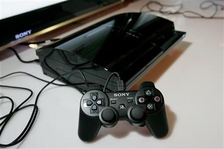 The new Playstation 3 control and box are displayed at a Sony Computer Entertainment America news conference in San Francisco, California, October 19, 2006. Sony Corp said on Wednesday it will sell its microchip production facilities in western Japan to Toshiba Corp for 90 billion yen ($835 million), in their latest move to focus on their core businesses. REUTERS/Kimberly White