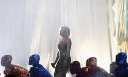 <p>La cantante australiana Kylie Minogue si esibisce ai Brit Awards a Londra. REUTERS/Alessia Pierdomenico</p>