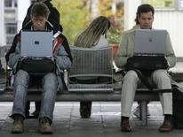 """<p>François Fillon plaide pour """"une politique du numérique"""", l'une des clés à ses yeux de la relance de la croissance et de la compétitivité françaises, qui se joueront """"pour partie sur les réseaux"""". /Photo d'archivesREUTERS/Michaela Rehle</p>"""