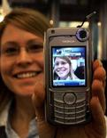 <p>Un cellulare Nokia presentato al 3GSM World Congress di Cannes nel 2005. REUTERS/Eric Gaillard</p>
