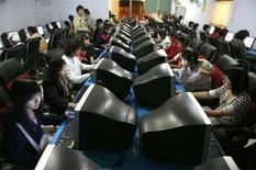 <p>In un'immagine di archivio ragazzi in un Internet café a Xichang, in Cina. REUTERS/ Nir Elias</p>