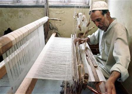 Wali Mohammad, a Kashmiri shawl weaver, weaves a Shahtoosh shawl at a loom in central Srinagar, the summer capital of Jammu and Kashmir on July 1, 2000. REUTERS/Fayaz Kabli