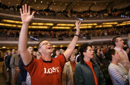 A parishioner at the 7,000-seat Willow Creek Community church in South Barrington, Illinois, in a 2005 photo. When it comes to religion, more and more U.S. adults either have none or do not identify with a particular church, although the country remains highly religious, a survey said on Monday. REUTERS/John Gress