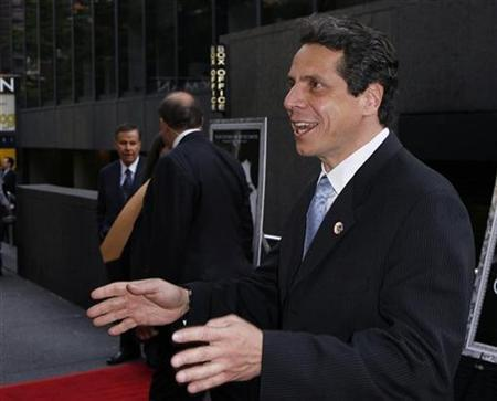 New York State Attorney General Andrew Cuomo arrives to attend the premiere of the film ''Crazy Love'' in New York May 22, 2007. Mortgage firms Fannie Mae and Freddie Mac would require their mortgage lending partners to have independent appraisals of home values under a deal being thrashed out with Cuomo, sources familiar with a draft deal said on late Monday. REUTERS/Lucas Jackson