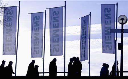 Siemens shareholders are silhouetted as they arrive for the company's annual shareholder meeting in Munich in this January 24, 2008 file photo. Siemens will cut 6,800 jobs at its corporate telecoms unit -- two-fifths of the unit's workforce -- to reshape the business into a software provider as it seeks to divest the division, it said February 26, 2008. REUTERS/Michael Dalder
