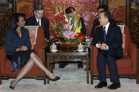 Chinese Premier Wen Jiabao (R) talks to U.S. Secretary of State Condoleezza Rice at the Great Hall of the People in Beijing, February 26, 2008. REUTERS/Ng Han Guan/Pool