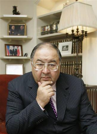 Russian billionaire Alisher Usmanov is seen in his office in Moscow in this September 3, 2007 file photo. Usmanov said on Wednesday his company had no plans to raise its stake in English Premier League club Arsenal beyond the 25 percent mark that would give it a veto on major club issues. REUTERS/Sergei Karpukhin/Files