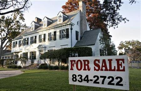 A for sale sign sits in front of Randolph and Robin Richmond's home in the wealthy Metairie Club Gardens neighbor of Metairie, Louisiana December 16, 2006. REUTERS/Lee Celano