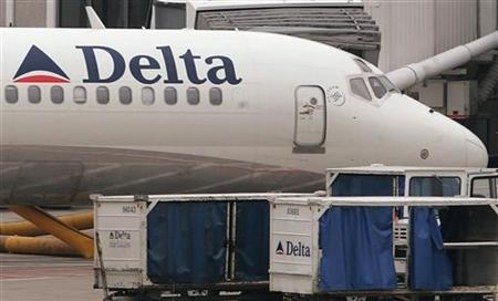 A Delta Airlines plane is seen at O'Hare International airport in Chicago, Illinois November 15, 2006. Delta Air Lines Inc cooled expectations on Tuesday that it was ready to merge with Northwest Airlines Corp, saying there was no deal yet and that it had a strong stand-alone plan. REUTERS/Frank Polich