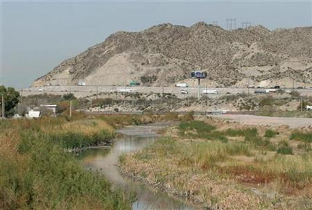 A view of the Rio Grande, bordering Mexico and the United States (background), is seen from the border city of Ciudad Juarez, Mexico December 13, 2007. Technical problems have forced the Bush administration to retool a high-tech ''virtual fence'' along the U.S.-Mexico border and will delay the first phase for at least three years, the Washington Post reported on Thursday. REUTERS/Tomas Bravo