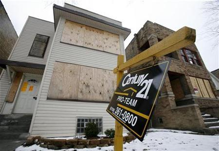 A home is boarded up after being foreclosed in Chicago January 28, 2008. n ongoing downturn in the U.S. housing industry is not about to reverse anytime soon, industrial executives told the Reuters Manufacturing Summit in Chicago this week. REUTERS/John Gress (UNITED STATES)