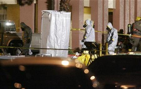 Members of a hazardous materials crew head into Extended Stay America hotel after a suspicious substance was found at the hotel in Las Vegas, Nevada February 28, 2008. Presumptive tests showed the substance to be ricin, said a spokesman from the Las Vegas Metropolitan Police Department. Ricin is a toxin that can be made from the waste left over from processing castor beans. REUTERS/Steve Marcus