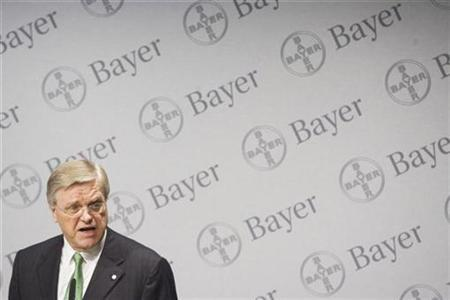 Bayer Management Board Chairman Werner Wenning addresses a news conference in Leverkusen, Germany, February 28, 2007. Shares in Bayer slumped as much as 5.6 percent on Tuesday after a U.S. court voided a key patent on its Yasmin oral contraceptive drug, prompting the German group to tweak its healthcare margin goal. REUTERS/Bernd Lauter