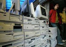 <p>Un deposito di Pc. REUTERS/Claro Cortes IV</p>