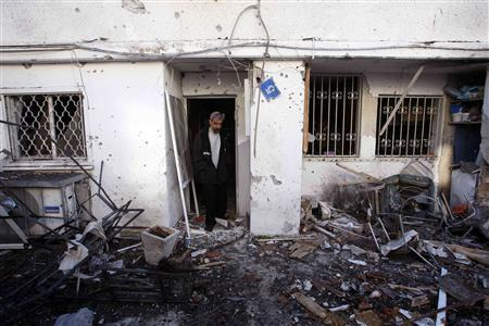 A man surveys the damage after a rocket fired by Palestinian militants in Gaza landed in the southern town of Sderot March 4, 2008. REUTERS/Ronen Zvulun