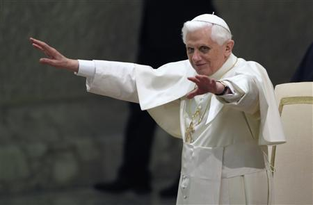 Pope Benedict XVI waves to the faithful during the general audience in Paul VI Hall at the Vatican March 5, 2008. REUTERS/Max Rossi