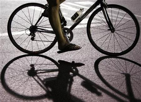 One of hundred of participants takes part in a 20 mile ride through the streets of San Diego during the 34th annual Midnight Madness Fun Bicycle Ride in San Diego, California August 18, 2007. REUTERS/Mike Blake