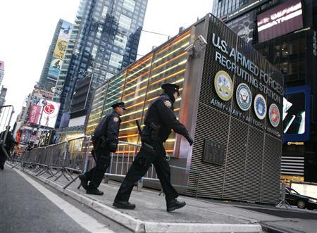 The New York Police bomb squad investigate an explosion outside the U.S. Armed Forces Career Center in New York's Times Square March 6, 2008. REUTERS/Brendan McDermid
