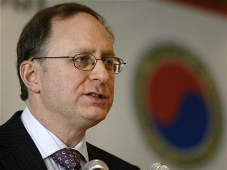 Alexander Vershbow, U.S. Ambassador to South Korea, speaks during the General Membership Meeting of the American Chamber of Commerce in Korea (AMCHAM) at a hotel in Seoul March 10, 2008. REUTERS/Jo Yong-Hak