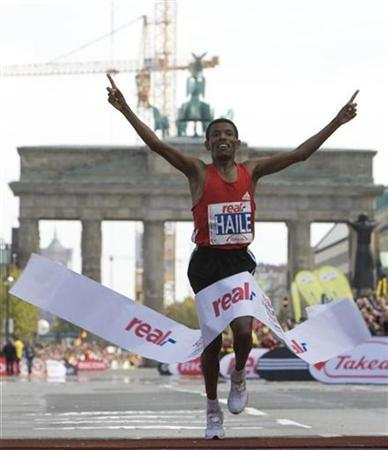 Ethiopia's marathon runner Haile Gebrselassie crosses the finish line to set up new world record at the 34th Berlin marathon in Berlin September 30, 2007. Gebrselassie said on Monday he would not compete in the Olympic marathon because of fears that Beijing's air pollution would damage his health. REUTERS/Tobias Schwarz