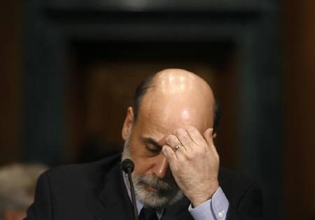 3月10日、次回の米FOMCまであと1週間と時間があることから、一部のアナリストの間では、米FRBがその前に緊急利下げに踏み切るのではないか、との見方が出ている。写真は2月、バーナンキFRB議長。ワシントンで撮影(2008年 ロイター/Jim Young)
