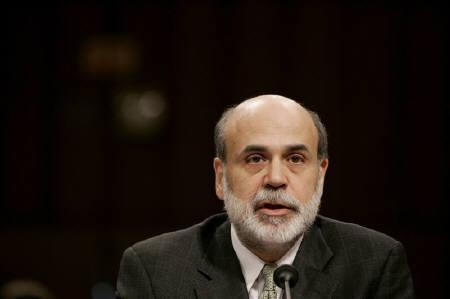 3月10日、ゴールドマン・サックスはFRBが同日に緊急利下げを実施しなかったことから、18日に開くFOMC前の緊急利下げの可能性が低下していると指摘。写真は昨年11月に撮影したFRB議長(2008年 ロイター/Jason Reed)