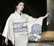 <p>Una modella in passerella alla settimana della moda a Tokyo. REUTERS/Michael Caronna (JAPAN)</p>