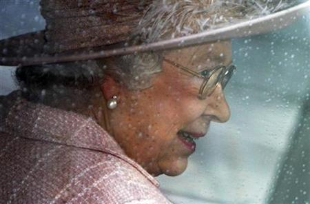 The Queen leaves Westminster Abbey by car, after attending the annual Commonwealth Day Observance, in London March 10, 2008. REUTERS/Kieran Doherty