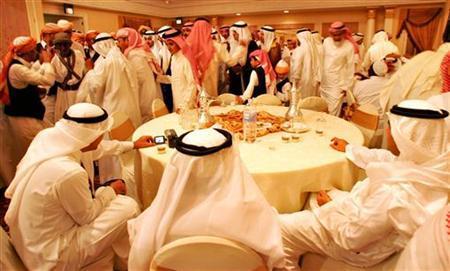 Saudi men celebrate and dance during a traditional Saudi wedding in Jeddah city, Saudi Arabia, April 15,2005. REUTERS/Ahmed Jadallah