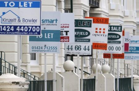 Residential housing sale and letting signs are seen in Hastings in southern England, January 3, 2008. REUTERS/Toby Melville (BRITAIN)