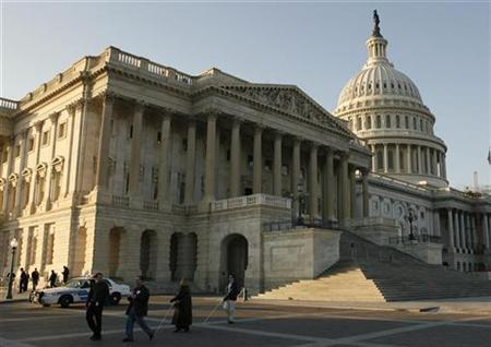 The U.S. Capitol building is seen in Washington January 28, 2008. A small aircraft entered restricted airspace near the U.S. Capitol on Wednesday but it turned away and was not considered a threat, the U.S. Homeland Security Department said. REUTERS/Jim Bourg
