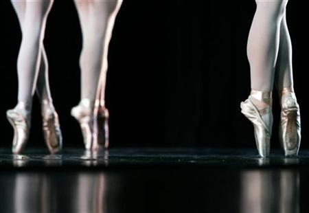 Dancers perform during the American Ballet Theatre Summer Intensive final performance in New York July 27, 2007. Far from being heavy, lumbering and clumsy, pregnant women are often fascinating, beautiful and serene, according to the artistic director of one British ballet company. REUTERS/Shannon Stapleton