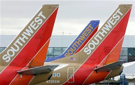 Southwest Airlines planes prepare for departure from Oakland International Airport in Oakland, California May 29, 2006. Southwest Airlines Co said on Wednesday that it had taken 41 planes out of service, declining to comment on the reason. REUTERS/John Gress