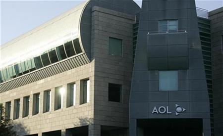 The AOL offices in Beverly Hills, California are pictured November 12, 2007. Time Warner Inc's AOL Internet division said on Thursday it will buy social network Bebo for $850 million in cash, bolstering its consumer Internet offerings even as the media conglomerate mulls splitting off the business. REUTERS/Fred Prouser
