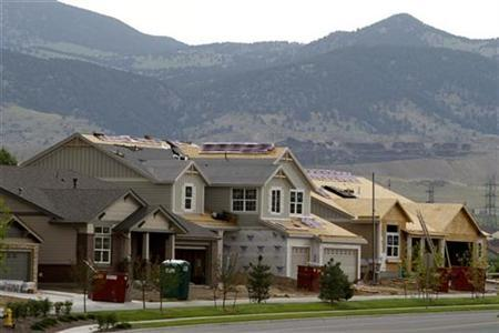 Houses for sale in various states of completion are seen in Golden, Colorado, June 25, 2007. REUTERS/Rick Wilking