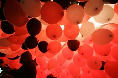 A man arranges balloons to be released as a part of the year end celebrations in Sao Paulo December 28, 2007. REUTERS/Paulo Whitaker