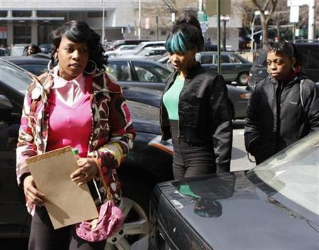 Rapper Remy Ma (L) arrives at the Manhattan Criminal Court after returning from lunch in New York City, March 10, 2008. REUTERS/Joshua Lott