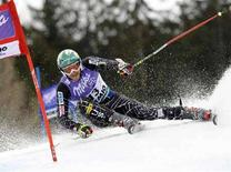 <p>Lo Bode Miller durante l'ultima gara della stagione disputata a Bormio che gli ha fatto vincere il titolo mondiale di Sci. REUTERS/Alessandro Bianchi (ITALY)</p>
