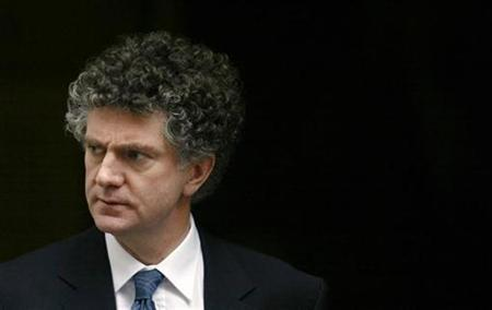Ex-aide to former Prime Minister Tony Blai r Jonathan Powell is seen in Downing Street, central London in this January 31, 2007 file photo. The Foreign Office on Saturday dismissed as ''inconceivable'' calls by Powell to open a channel of communication with al Qaeda.. REUTERS/Stephen Hird/Files