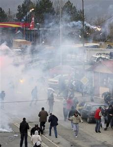 Serb protesters clash with French NATO peacekeeping troops in the ethnically divided city of Kosovska Mitrovica March 17, 2008. REUTERS/Nebojsa Markovic