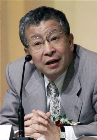 3月17日、榊原・早稲田大学教授は円相場は実質実効レートでみると依然かなり低水準にあるとして、ドル/円相場が70円といった水準に下がるまで日本の金融当局が円高阻止の介入を実施することはないとの見方を示した。1999年7月撮影(2008年 ロイター)