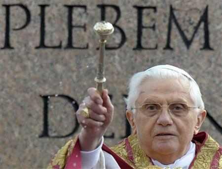 Pope Benedict XVI blesses the faithful during a Palm Sunday mass in Saint Peter's square at the Vatican March 16, 2008. REUTERS/Maurizio Brambatti/Pool