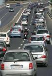 <p>Code sul Grande Raccordo Anulare, Roma nord., in una foto del luglio 2007. ITALY-DRIVING/ REUTERS/Max Rossi</p>