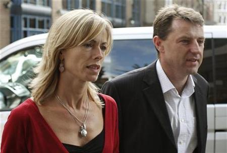 Kate (L) and Gerry McCann, the parents of missing British girl Madeleine McCann, arrive at their solicitors' office in London September 20, 2007. Two newspapers said on Wednesday they will pay ''substantial'' damages to Madeleine's parents for a series of articles alleging that they killed their daughter and covered up her death. REUTERS/Stephen Hird