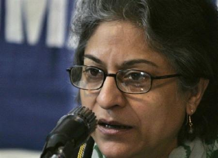 Asma Jahangir speaks during a news conference in Islamabad in this January 25, 2007 file photo. REUTERS/Mian Khursheed